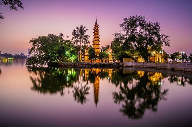 Chiếu sáng kiến trúc khuôn viên chùa Trấn Quốc