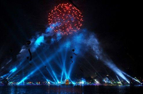 Chiếu sáng mặt nước xung quanh hồ Hoàn Kiếm – Hà Nội.